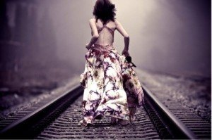 si loin... dim-dress-girl-running-train-track-Favim_com-118847_large-300x199